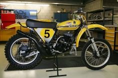 The Birth of American Motocross: The Invasion Factory Suzuki, It wasn't until the late that the Japanese manufacturers started to become competitive against the European bikes with Suzuki winning a World Championship thanks to rider Joel Robert in Suzuki Dirt Bikes, Suzuki Motocross, Mx Bikes, Motocross Bikes, Vintage Motocross, Scrambler Motorcycle, Moto Bike, Cool Bikes, Vintage Bikes