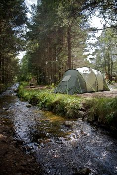 Really in the mood to fall asleep to the sound of nature vs. city. Going on a camping trip soon! This spot looks amazing!