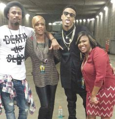 August with his brother travis and his mama sheila and his sister! meetNgreet!