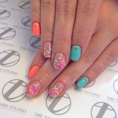 Casual nails, Colorful nails, Everyday nails, Floral nails, flower nail art, Flowers on nails, Multi-color nails, Nails for white dress