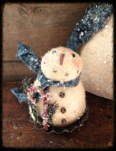 Primitive snowman in vintage tart tin - Liberty Creek Primitives Primitive Wood Crafts, Primitive Patterns, Primitive Snowmen, Primitive Stitchery, All Things Christmas, Christmas Holidays, Christmas Crafts, Christmas Ornaments, Christmas Trees