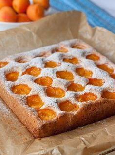 Фото к рецепту: Бисквитный абрикосовый пирог.