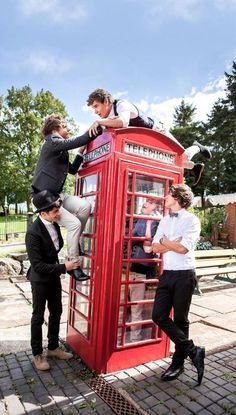 Extended view of the album cover. Love that Louis is climbing to Liam and Zayn is helping