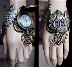 Winged watch cuff by pinkabsinthe on Etsy Mode Steampunk, Steampunk Fashion, Steampunk Cosplay, Magical Jewelry, Unique Jewelry, Key Jewelry, Tribal Jewelry, Kleidung Design, Steampunk Accessories