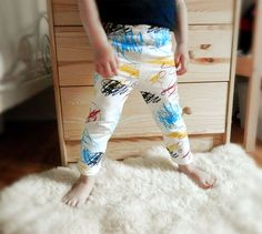 SCRIBBLES baby and kid leggings. Screen printed on soft white organic cotton. 4-color silkscreen. 0-6m / 6-12m / 12-18m / 2T / 3T / 4T on Etsy, $38.00 CAD