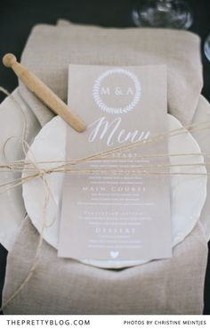 Some of our Afrikaans readers might have seen me on TV, in the magazine program Pasella, last Wednesday night where I shared two wedding DIYs. We wanted to show that making something yourself can look polished and elegant, so we created this rustic, yet classic outdoor table using hand-printed serviettes and a DIY centerpiece.
