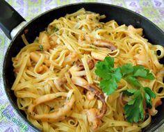 Tagliolini al sugo di calamari. Estate....voglia di mare anche nei piatti. Questi tagliolini costituiscono unpiattomolto invitante e profumato che si man