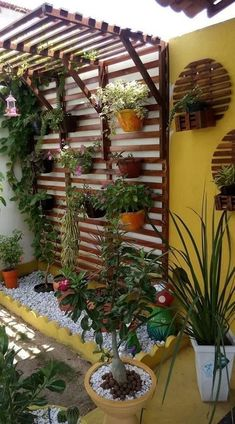 Creative ways beautiful hanging garden design ideas that inspire 10 Related Small Balcony Garden, Vertical Garden Diy, Small Garden Design, Diy Garden, Garden Projects, Home And Garden, Vertical Bar, Balcony Plants, Garden Modern
