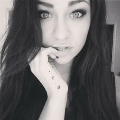 Andrea Russett~ she's pretty, but I just like her eyebrows here