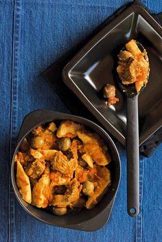 Οι 20 πιο λαχταριστές συνταγές με μοσχαράκι - www.olivemagazine.gr Weird Food, Greek Recipes, Main Dishes, Curry, Pork, Beef, Chicken, Ethnic Recipes, Kitchens