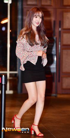 "Gfriend-SinB 180703 Stage Event for Movie ""Maquia"" Sinb Gfriend, Kim Ye Won, G Friend, Kpop Girls, Peplum Dress, Pin Up, Dancer, Pretty, Pinup"