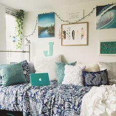 Home Decoration Ideas Living Room This cute dorm room is so amazing!Home Decoration Ideas Living Room This cute dorm room is so amazing! Dorm Room Colors, Cool Dorm Rooms, College Dorm Rooms, Beach Dorm Rooms, Dorm Room Themes, Beach Room, Lights In Dorm Room, Blue Room Themes, Wall Colors