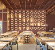 New York Burger Restaurant by Proyecto Singular A modern restaurant in the industrial area Burger Restaurant, Modern Restaurant, Restaurant Design, Design Ppt, Design Blog, Design Concepts, Cafe Design, Bar Design Awards, Shop Interiors