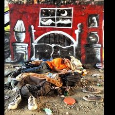 This Graffiti Artist Spray Paints Dream Houses For The Homeless  #refinery29  http://www.refinery29.com/2014/10/76652/skid-row-graffiti-artist-homeless#slide-5