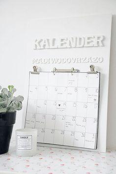 Kalender met houten letters - Calendar with wooden letters Kijk op www.101woonideeen.nl #tutorial #howto #diy #101woonideeen #kalender #calendar