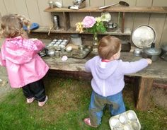 Now that's what I call an outddor mud pie kitchen - Bella would love this NOW, Zachy is not too far behind!