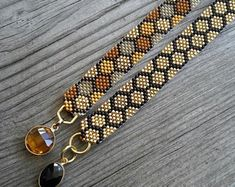 Items similar to Mini Honeycomb Cuff Bracelets / Gold or Multicolored on Etsy Bead Loom Designs, Beaded Jewelry Designs, Bead Loom Patterns, Seed Bead Jewelry, Bead Jewellery, Seed Bead Earrings, Beaded Earrings, Handmade Jewelry, Bead Loom Bracelets