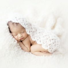 Free, quick and easy crochet pattern for a gorgeous newborn baby wrap.