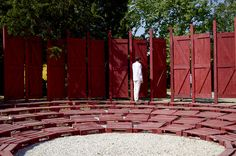 Galería de Antiroom: un anfiteatro modular en medio de la naturaleza - 1