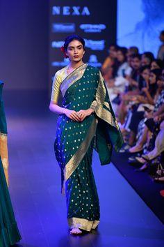 Gaurang at Lakmé Fashion Week winter/festive 2018 Net Saree Designs, Blouse Designs Silk, Trendy Sarees, Stylish Sarees, Ethnic Fashion, Indian Fashion, Indian Dresses, Indian Outfits, Modern Saree