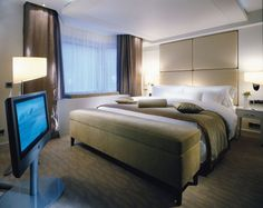 My heavenly bed for the night... (My hOtel: The Spa Suite at The Westin Grand, Berlin)