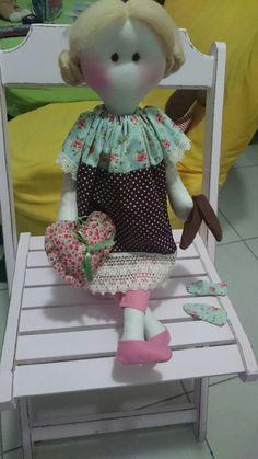 Boneca com pote para guardar objeto
