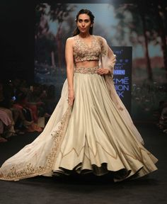 Best of Lakme Fashion Week 33 Outfits for Brides & Bridesmaids! India Fashion Week, Fashion Week 2018, Lakme Fashion Week, Women's Fashion, Green Lehenga, Indian Lehenga, Off White Jacket, Bride Sister, Bridesmaid Outfit