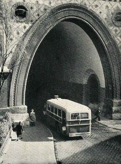 1938. Az Alagút nyugati oldala Old Pictures, Old Photos, Vintage Photos, Vintage Photography, Travel Photography, History Photos, Budapest Hungary, Retro, Historical Photos