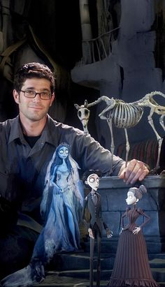 "Co-director MIKE JOHNSON with characters from Warner Bros. Pictures' stop-motion animated fantasy ""The Corpse Bride"" Stop Frame Animation, Clay Animation, Animation Stop Motion, Corpse Bride Movie, Tim Burton Corpse Bride, Corpse Bride Doll, Arte Tim Burton, Tim Burton Films, Animation Image Par Image"