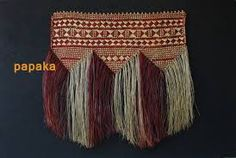 a Whāriki are woven mats from natural fibre such as Harakeke (Phormium species) or Kiekie (Freycinetia baueriana). Traditionally, Whāriki were used as floor mats, ceremonial mats, for wall d… Flax Weaving, Weaving Art, Weaving Patterns, Basket Weaving, Hand Weaving, Maori Patterns, Maori Designs, Maori Art, Weaving Techniques