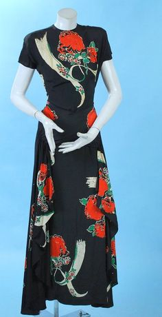 Printed Fluttery Rayon Sarong Hip Long Gown (looks very Adrian! 1940s Outfits, 1940s Dresses, Trendy Dresses, Vintage Outfits, Vintage Wardrobe, Fashion Moda, 1940s Fashion, Vintage Fashion, Club Fashion