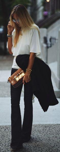 Me encanta el conjunto y la camisa más larga por detrás tiene un estilo…