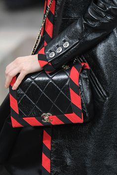 Le nuove borse Chanel Primavera Estate 2020 – 2020 Fashions Womens and Man's Trends 2020 Jewelry trends Mini Shorts, Cheap Handbags, Purses And Handbags, Chanel Handbags, Luxury Handbags, Karl Lagerfeld, Fendi, Chanel Vintage, Luxury Marketing
