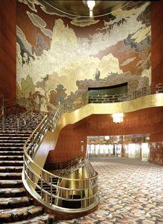 Radio City Music Hall lobby - New York Interior Architecture, Interior And Exterior, Hall Interior, Studio Interior, Beautiful Architecture, Interiores Art Deco, Manhattan, Radio City Music Hall, Art Deco Buildings