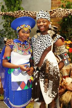 Traditional Zulu couple, South Africa shared from Elle Est Belle Mon Afrique African Attire, African Wear, African Women, African Dress, African Fashion, Ghanaian Fashion, Zulu Traditional Wedding, Traditional Dresses, Zulu Traditional Attire
