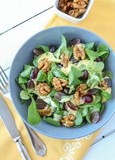 Rezept: Feldsalat mit karamellisierten Walnüssen und Mangodressing