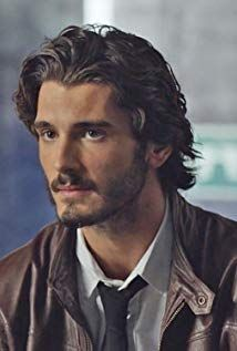 Images, gifs, and pictures of the Spanish actor Yon González in Grand Hotel, El Internado and modeling Hair And Beard Styles, Curly Hair Styles, Dark Haired Men, Messy Hairstyles, Teenage Boy Hairstyles, Male Beauty, Gorgeous Men, Medium Hair Styles, Sexy Men
