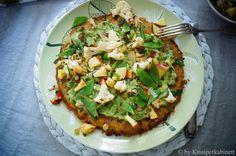 KNUSPERKABINETT: Glutenfreie und vegane Pizza mit Süsskartoffelbode... Guacamole, Vegan Recipes, Vegan Food, Vegetable Pizza, Low Carb, Vegetables, Eat, Healthy, Quiche