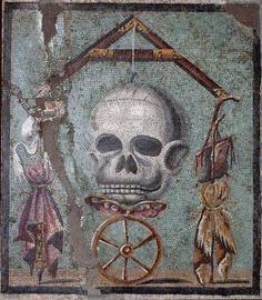 Tête de mort avec les attributs du mendiant et du roi, avant 79 av. J.C. Mosaïque de Pompéi. Naples, musée archéologique nationale.