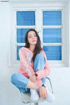 迪丽热巴 Korean Girl, Asian Girl, Mode Bollywood, Holy Chic, Asian Celebrities, Female Stars, Chinese Actress, Ulzzang Girl, Geisha