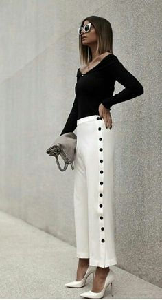 Love the black buttons along the side of these white pants! … Love the black buttons along the side of these white pants! Elegant Fashion Wear, Work Fashion, Fashion Pants, Trendy Fashion, Fashion Looks, Fashion Outfits, Womens Fashion, Fashion Design, Fashion Trends