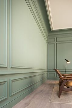Spruce up your home's walls with the top 60 best wainscoting ideas. Explore unique millwork wall coverings and paneling interior designs. Home Design, Wall Design, Design Ideas, Living Room Panelling, Modern Wall Paneling, Paneling Walls, Wall Panelling, Wall Cladding, Wainscoting Styles