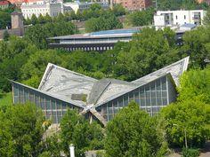 Die Hyparschale in Magdeburg von oben