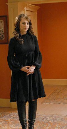 The Ghost Whisperer Jennifer Love Hewitt, Jennifer Connelly, Jennifer Garner, Melinda Gordon, Ghost Whisperer Style, Cute Dress Outfits, Movie Outfits, Sexy Dresses, Celebrity Outfits