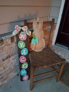 DIY Easter rabbit - do it with kids! - DIY Easter rabbit – do it with kids! DIY Easter rabbit – do it with kids! Easter Projects, Easter Crafts, Easter Ideas, Diy Osterschmuck, Sell Diy, Palette Diy, Diy Ostern, Diy Easter Decorations, Easter Wreaths Diy
