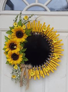 Image may contain: flower, plant and outdoor Diy Arts And Crafts, Fall Crafts, Home Crafts, Diy Crafts, Sunflower Crafts, Sunflower Wreaths, Wreath Crafts, Diy Wreath, Wreath Ideas