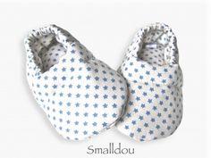 Chaussons bébé étoilé ecru/bleu