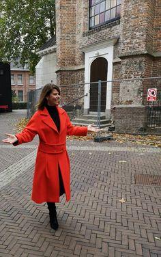 Annie P met een schitterende mantel. Hier in het rood, ook verkrijgbaar in het zwart. Winter 2018-2019, nu in de sale!  #anniep #hbmode #fashion #overijssel Marc Cain, Max Mara, Mix Match, Moschino, Mantel, Jackets, Fashion, Tricot, Down Jackets