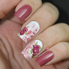 Wonderful looking pink rose nail art design. The combination of white and pink never gets old as it helps make the pink color stand out and also gives a neat look to the design.