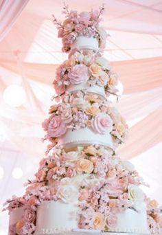 Pasteles decorados con flores naturales